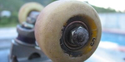 How tight should skateboard wheels be